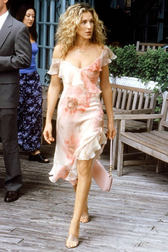 Carrie bradshaw fashion season 6