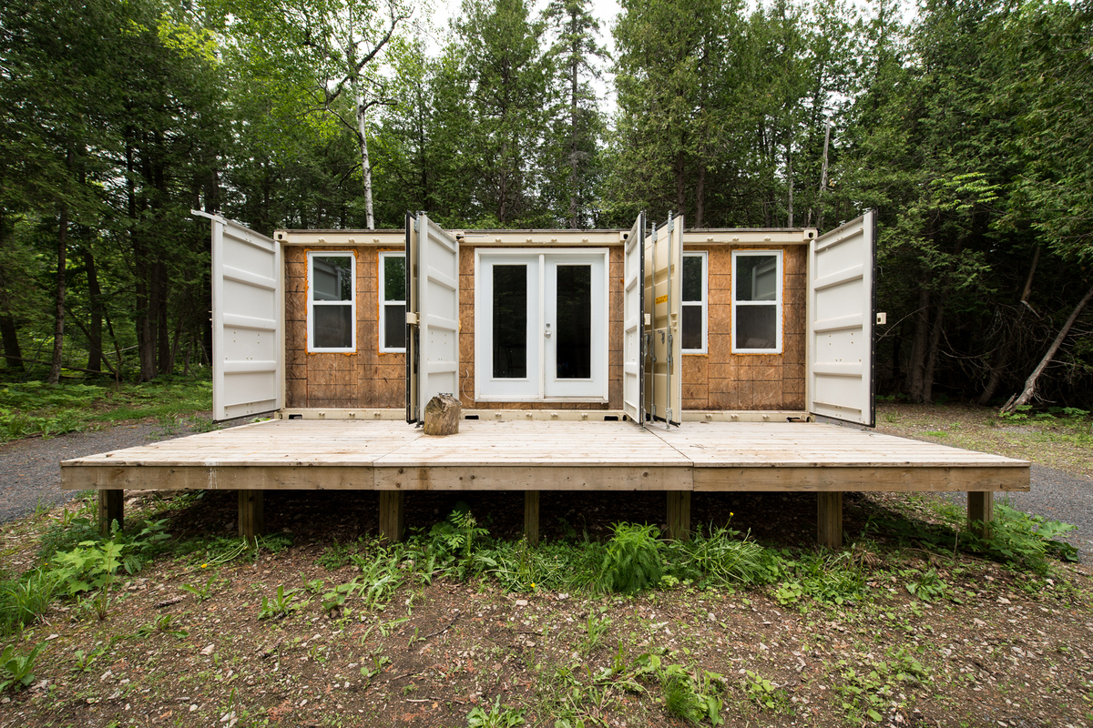 One Man Built A Home Out Of Shipping Containers And It's ...