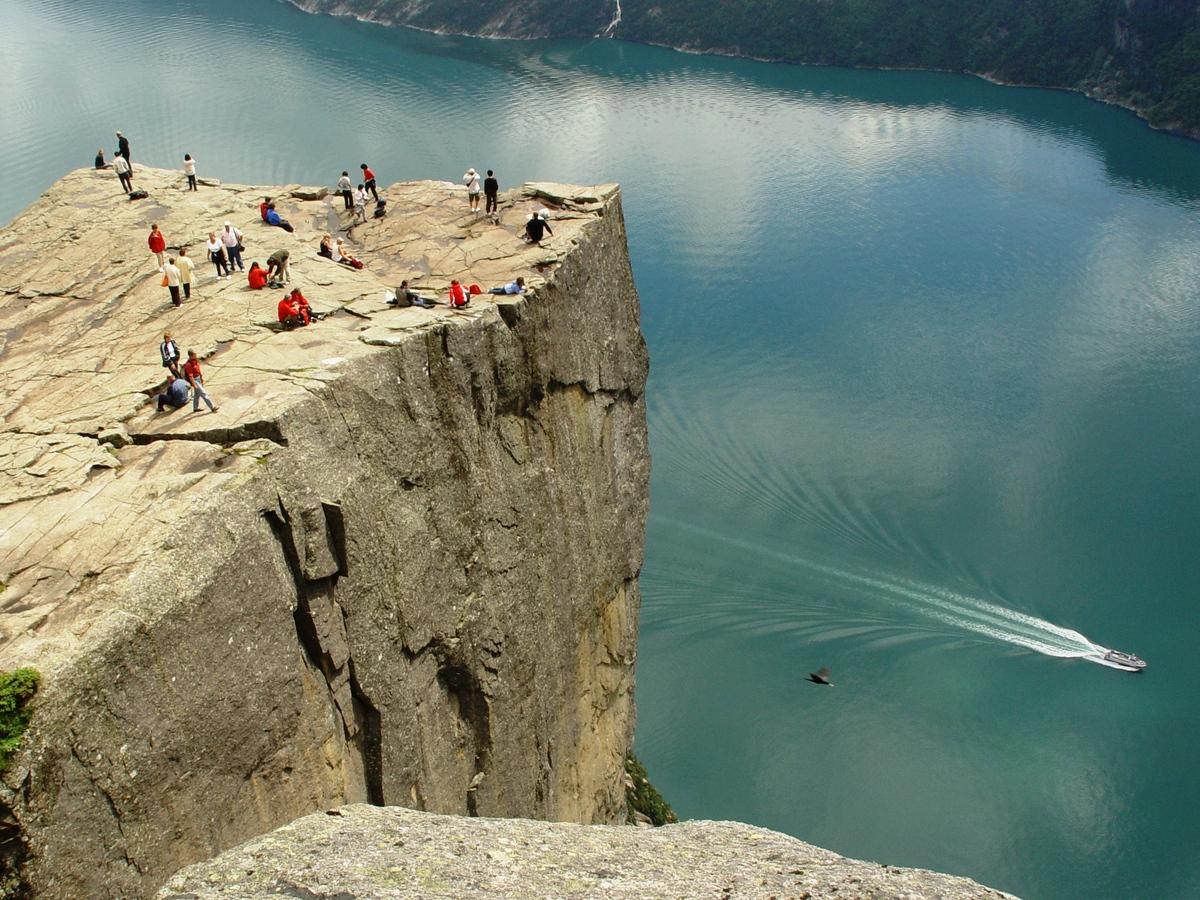 Diez grandes acantilados paredes verticales para sentir el vacío (FOTOS)