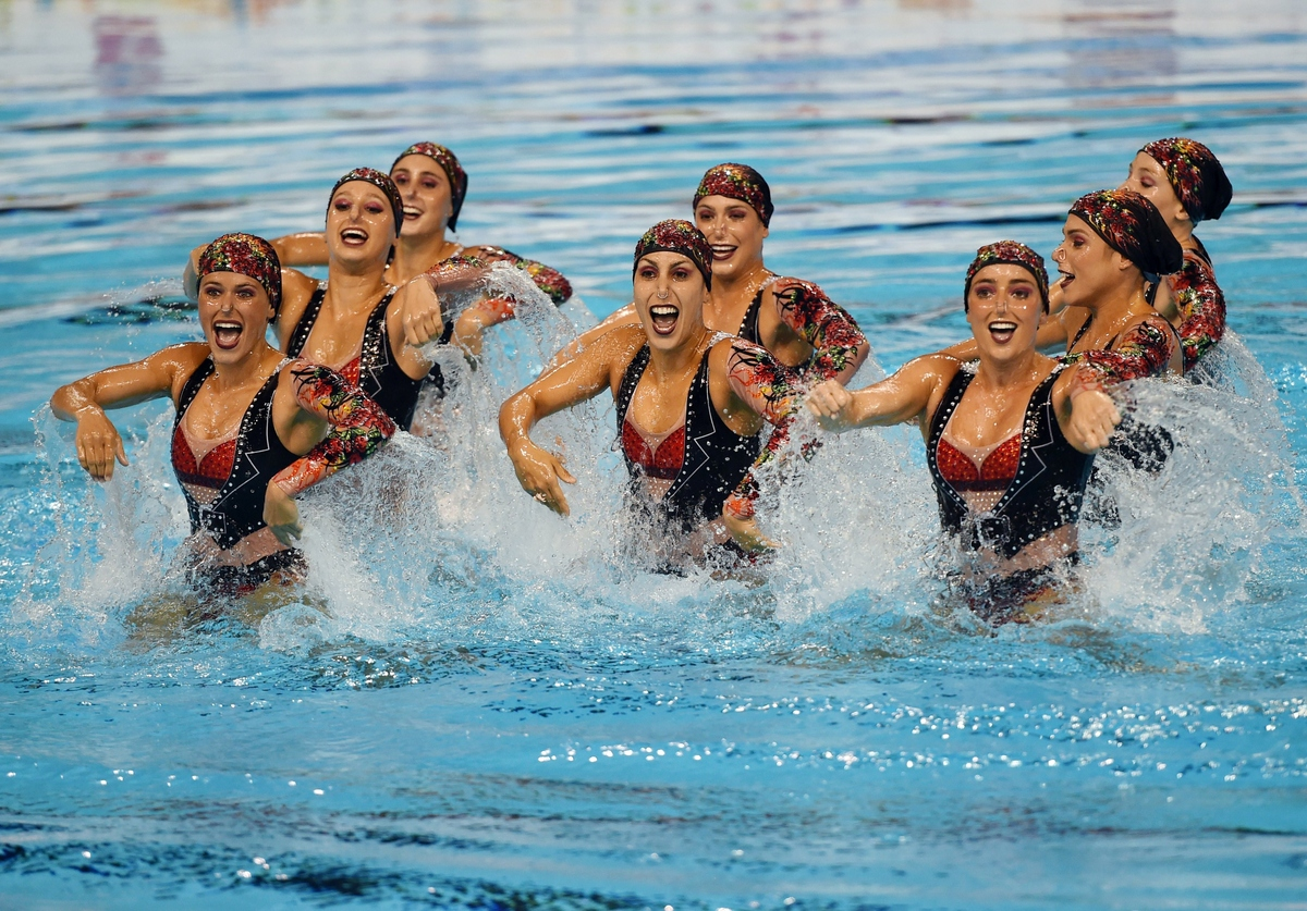 Swimming team technical routine during the toronto 2015 pan american