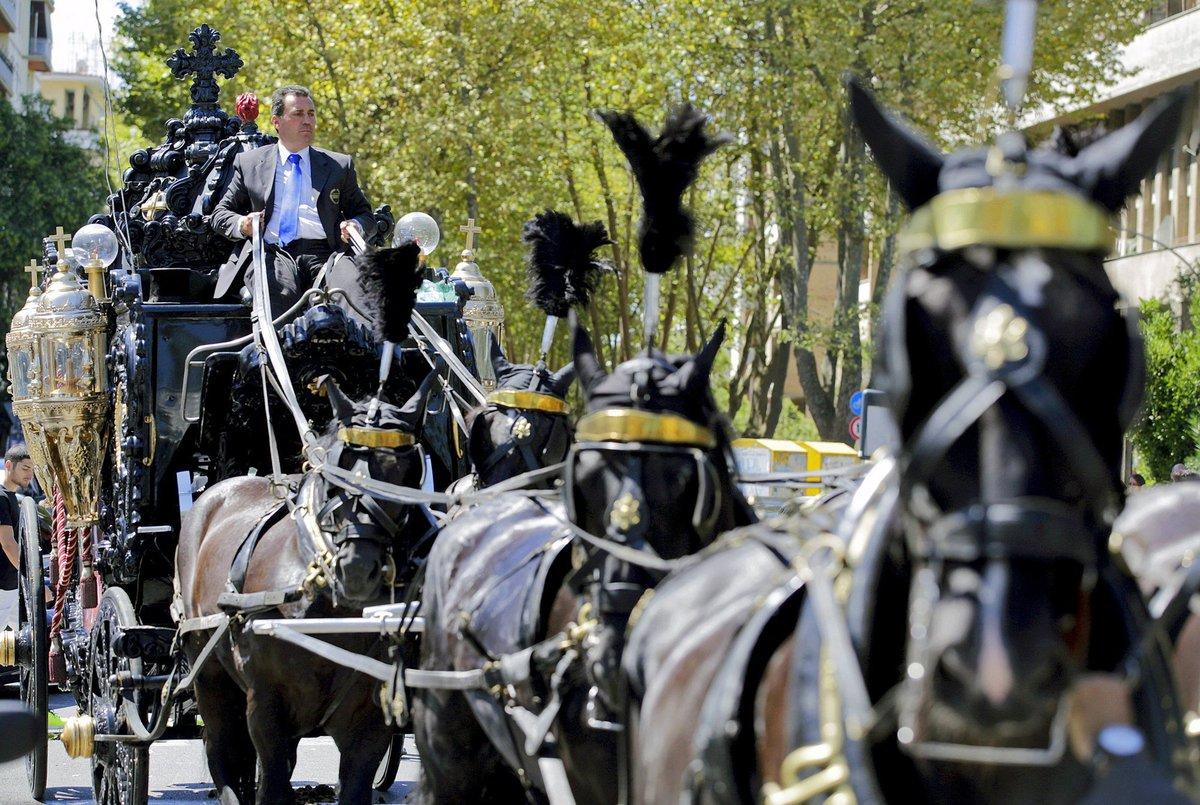 FOTOS y VIDEOS Polémica causó en Italia el ostentoso funeral a un ...