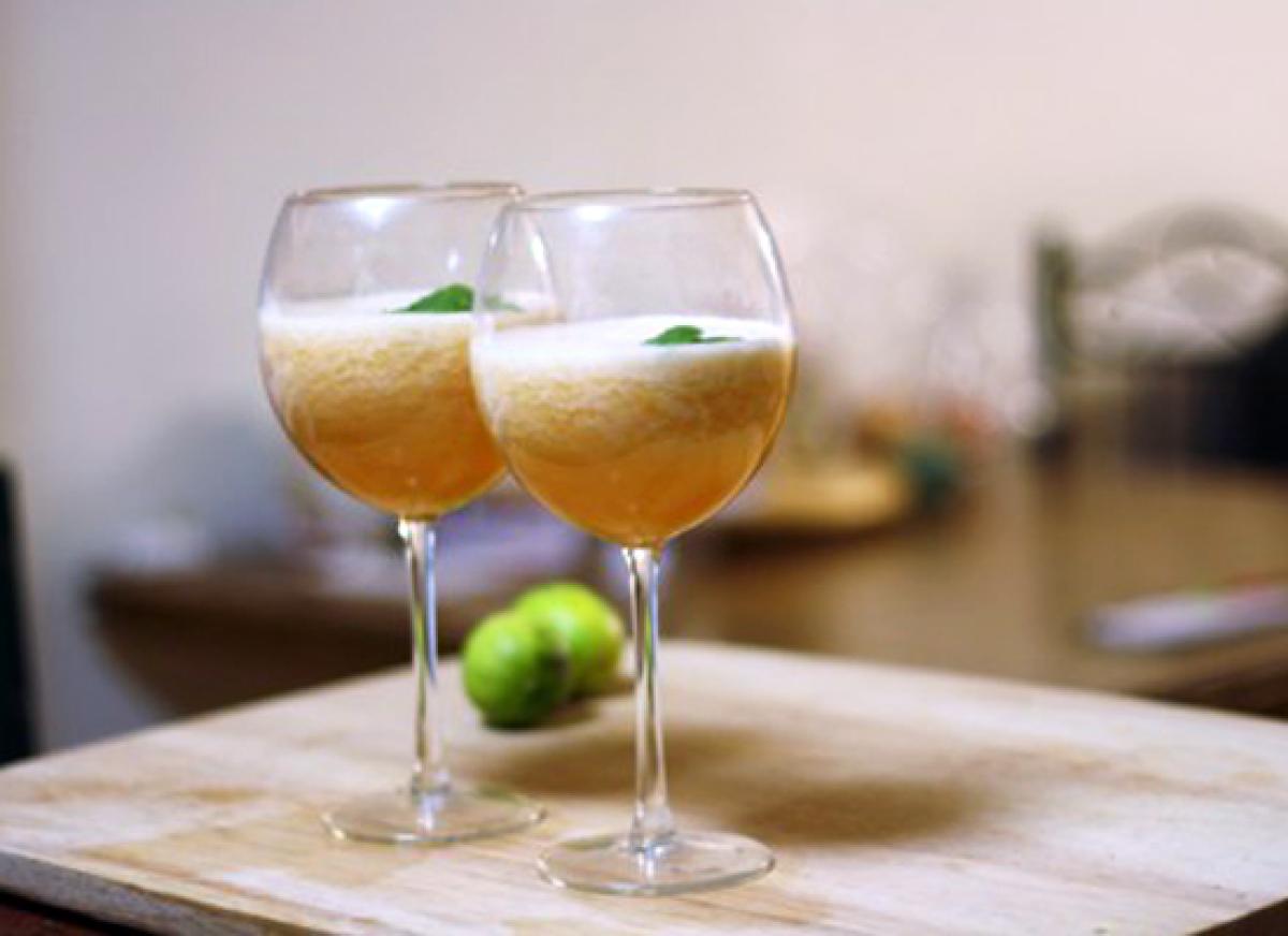 11 melon wine spritzer
