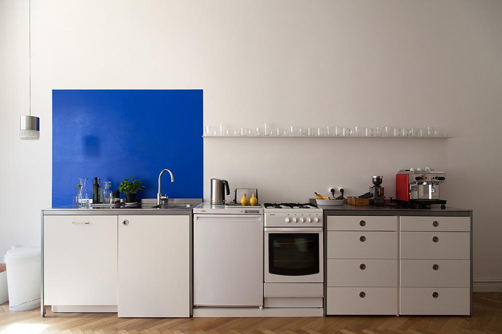 8 id es d co pour personnaliser une cuisine blanche for Meuble cuisine basique