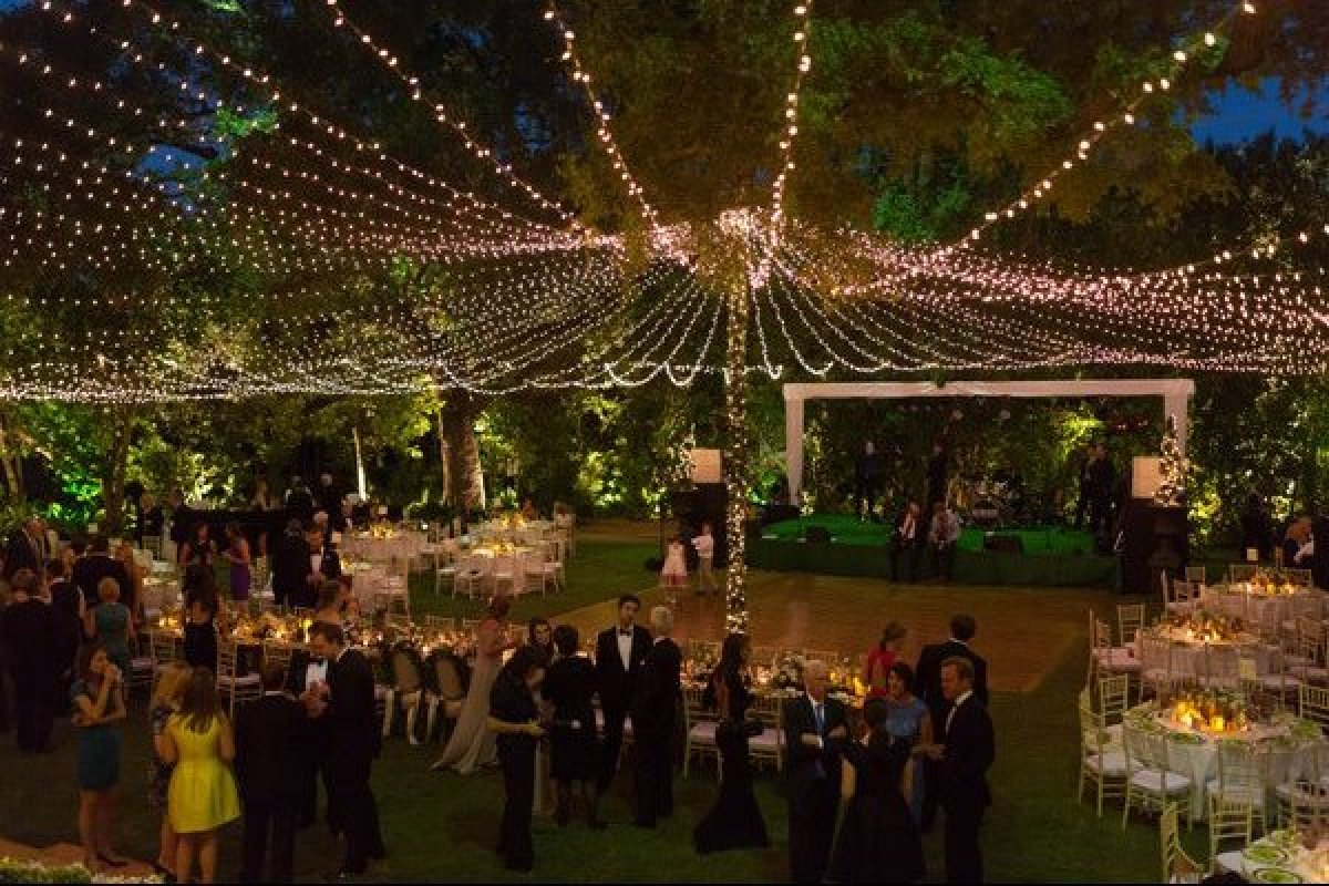 A creative lighting plan will really elevate a design scheme. Use strands of twinkle lights to create a glowing canopy over an outdoor reception ... & 16 Fresh Wedding Ideas u2013 Nebraska Wedding Details
