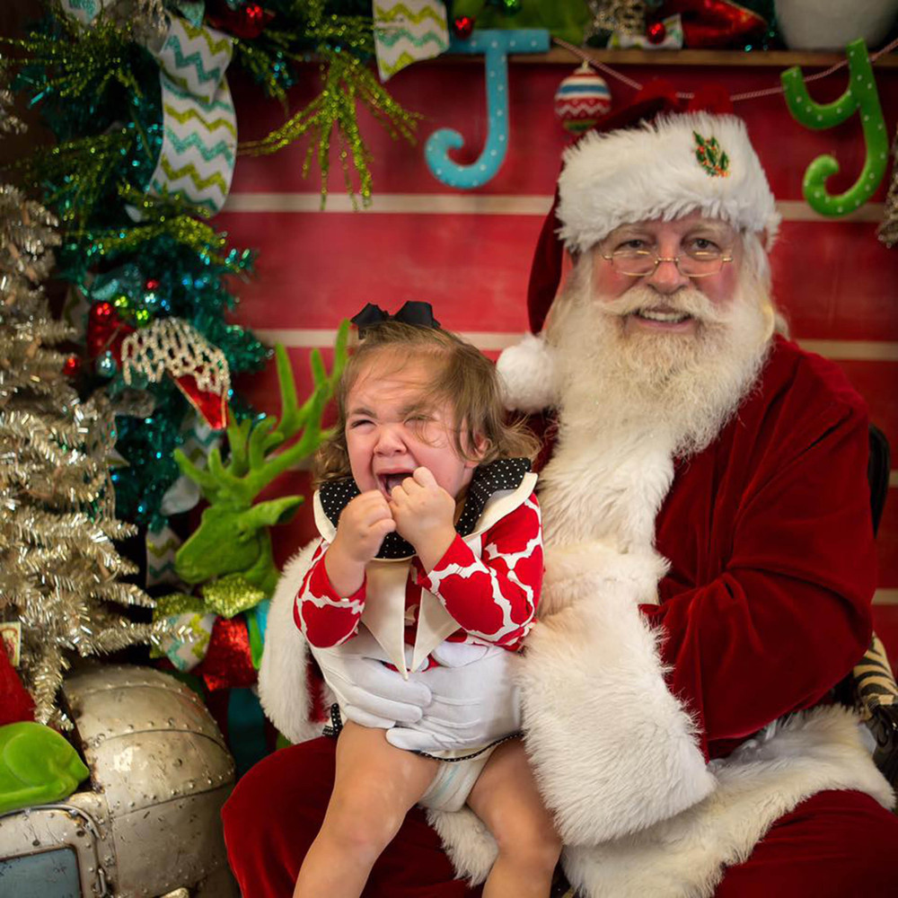 Santa Makes Little Girl's Christmas Wishese True, Uses Sign Language To  Chat In Heartwarming Exchange
