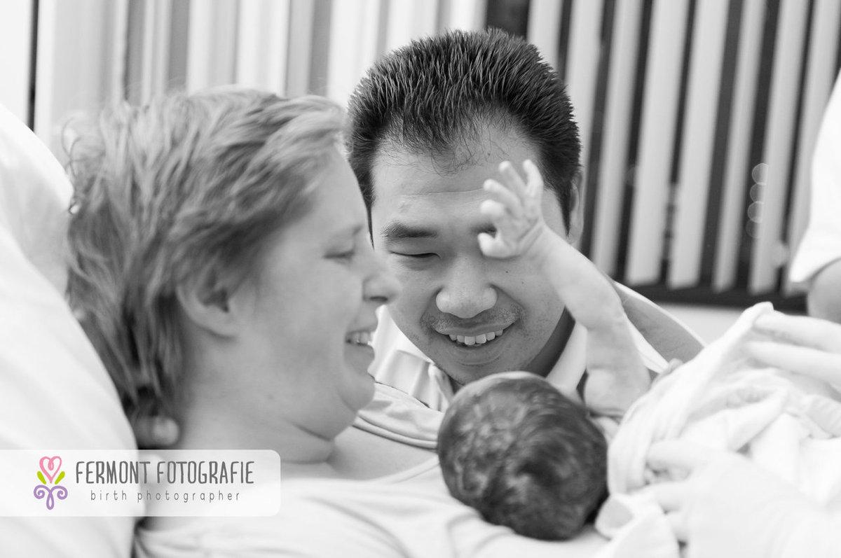 34 emocionantes fotos de padres conociendo a sus bebés.
