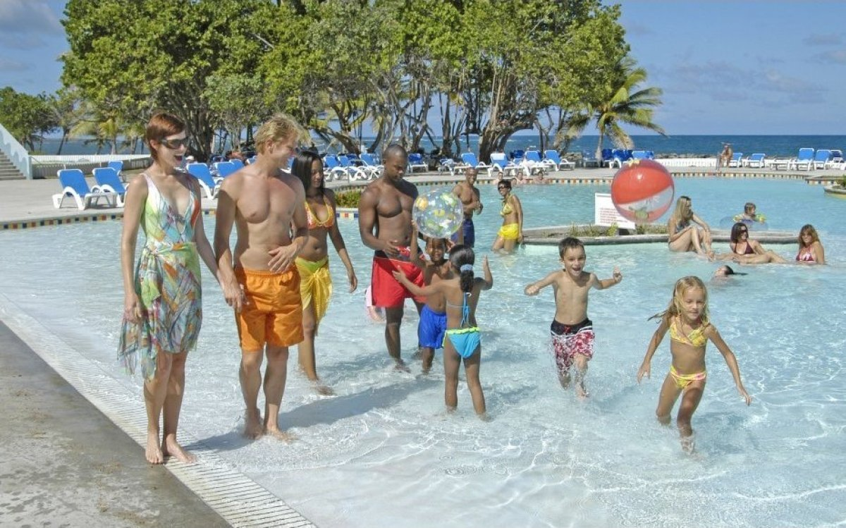 Best all inclusive family friendly resorts huffpost for Luxury all inclusive resorts for families