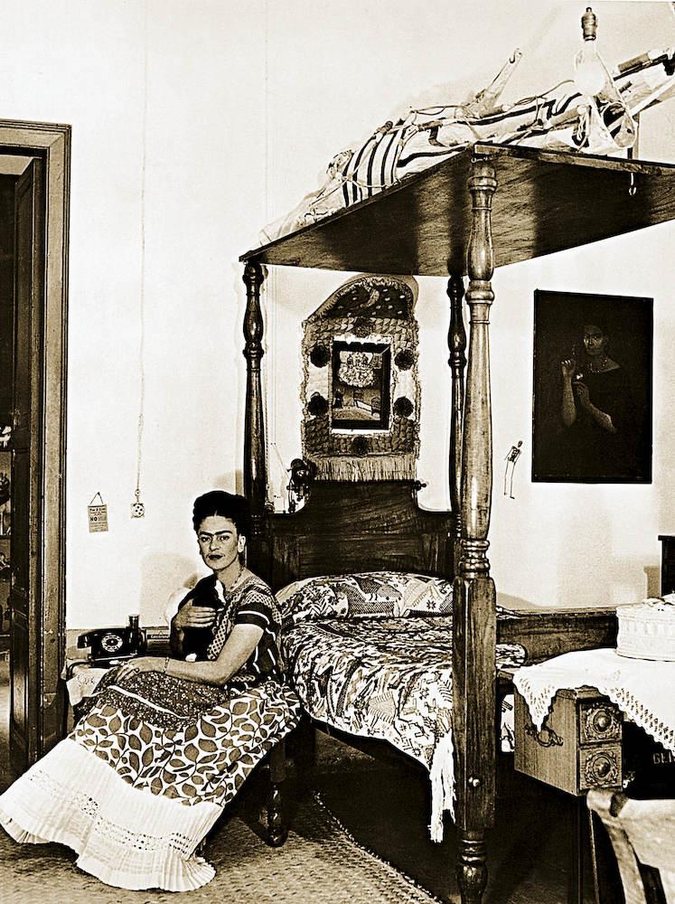 Frida kahlo referente de moda el libro que recoge su for Cuartos decorados de frida kahlo