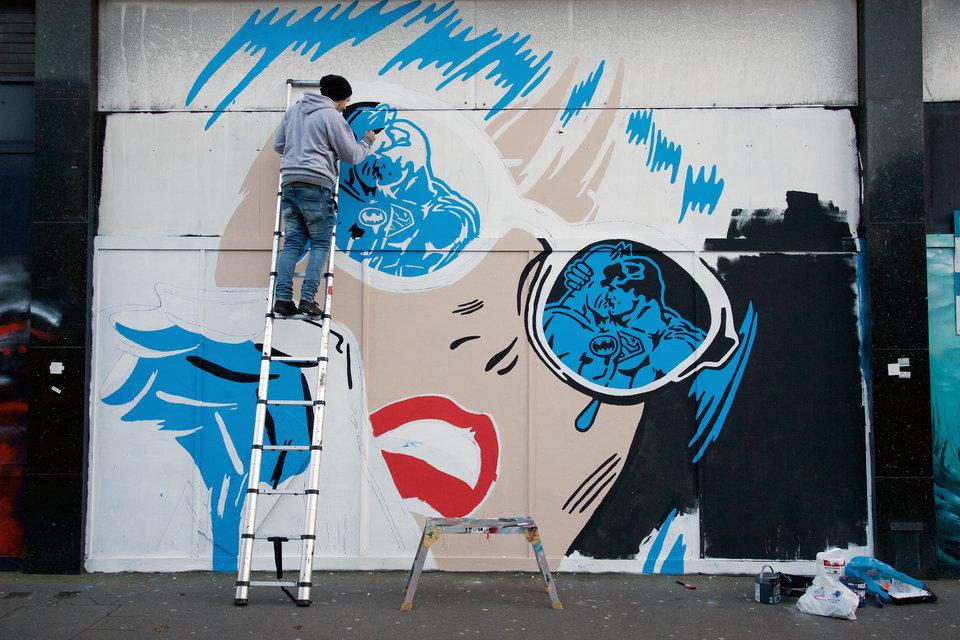 A produção de mural em Londres. Foto: Rich Simmons.