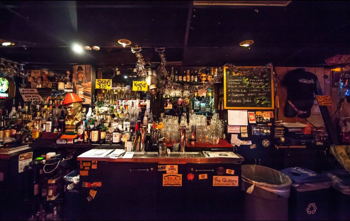 Our favorite dive bars around the world photos huffpost for Bar dive