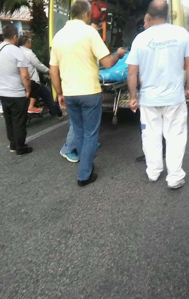 Μια νεκρή και έξι και τραυματίες στο κέντρο της Αθήνας: Περίμεναν στην στάση και τους παρέσυρε μηχανή που έκανε σούζες! (photos) Μια νεκρή και έξι και τραυματίες στο κέντρο της Αθήνας: Περίμεναν στην στάση και τους παρέσυρε μηχανή που έκανε σούζες! (photos) slide 503464 7025622 free