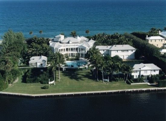 Conrad black 39 s palm beach mansion for sale photos huffpost for Mansions for sale on the beach