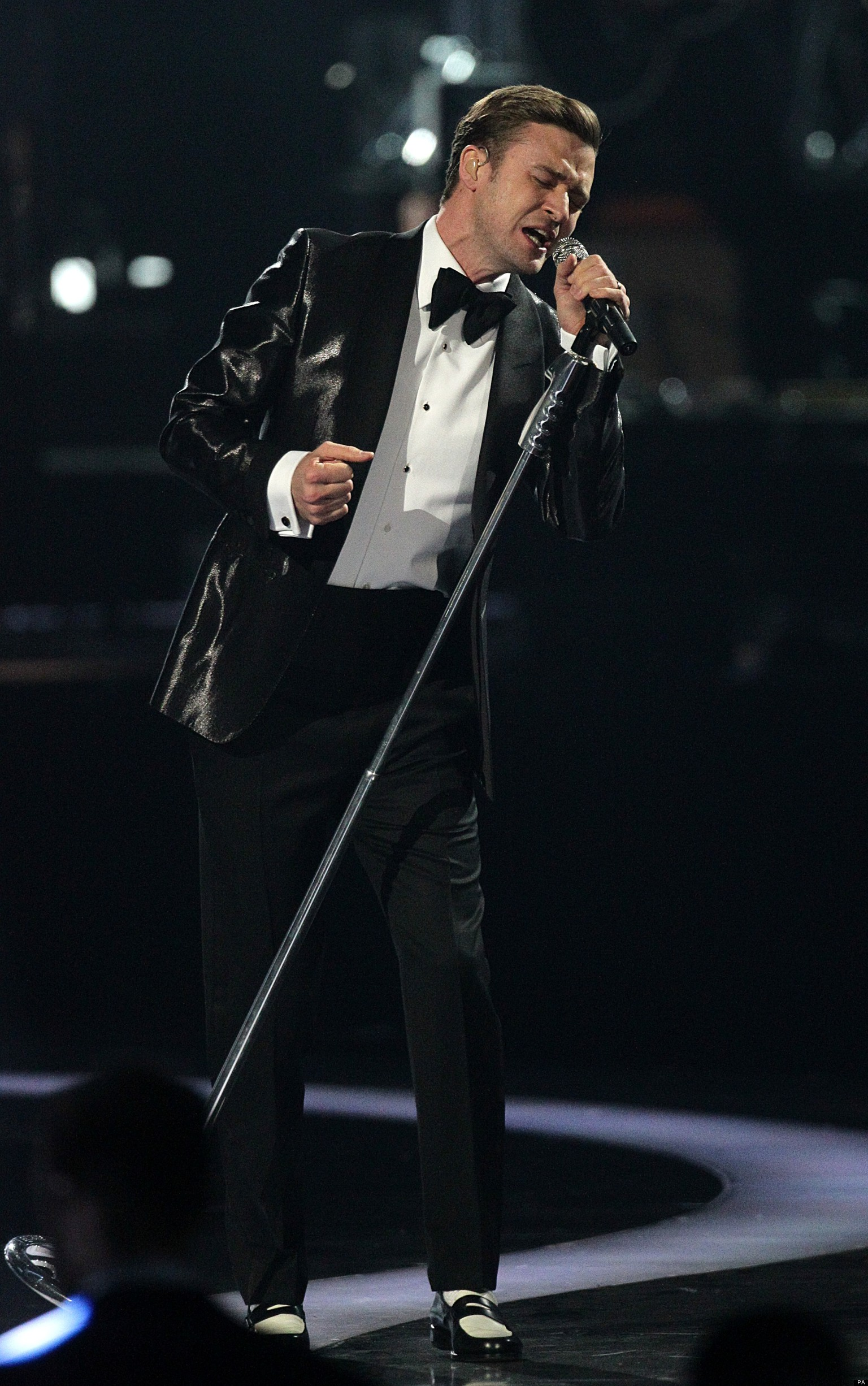 Brits 2013 justin timberlake takes to stage with 39 mirrors for Mirror justin timberlake