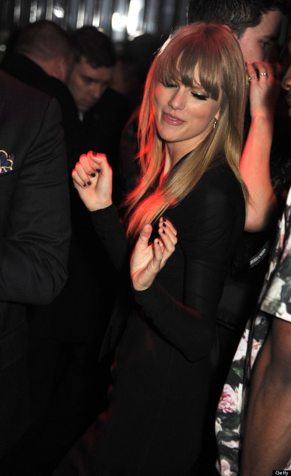 Taylor Swift S Awkward Attempt At Djing Dancing At The Brit Awards After Party Photos Huffpost
