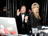 Taylor Swift's Awkward Attempt At DJing &...