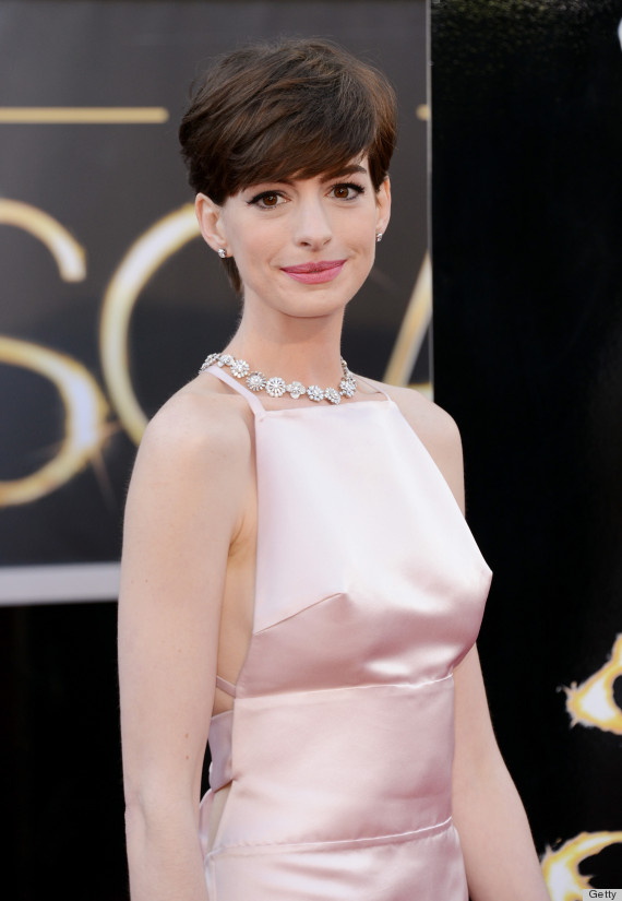 Anne Hathaway 'Nipples' On The Oscars Red Carpet Are Super Distracting ...