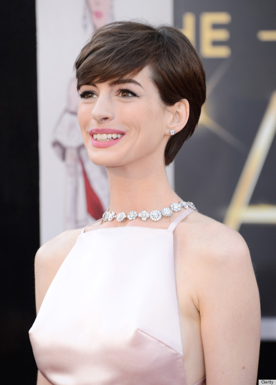 Anne Hathaway 'Nipples' On The Oscars Red Carpet Are Super Distracting