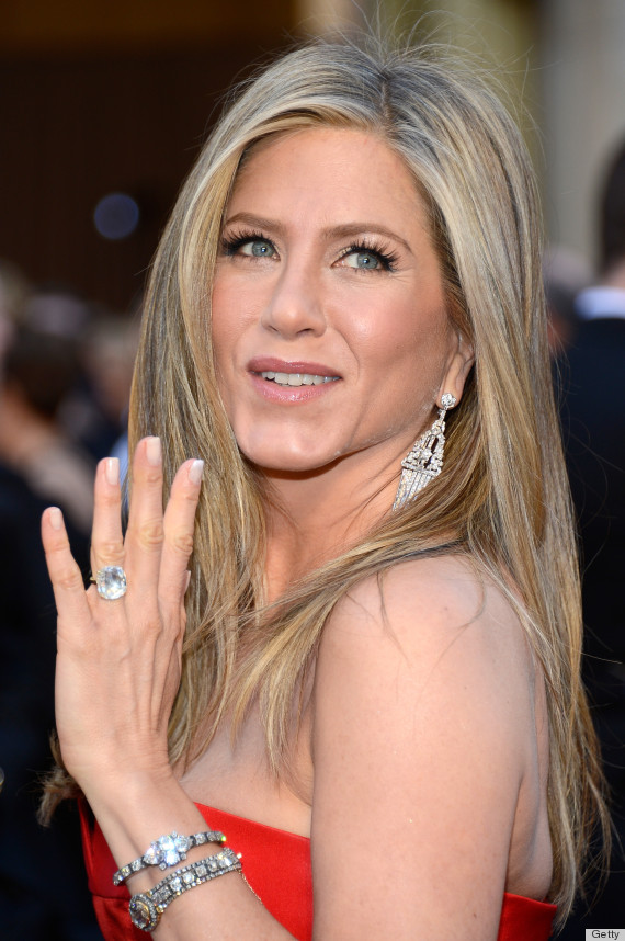 Jennifer Aniston's Oscar Dress 2013 Disappoints The Fashion Critics ...