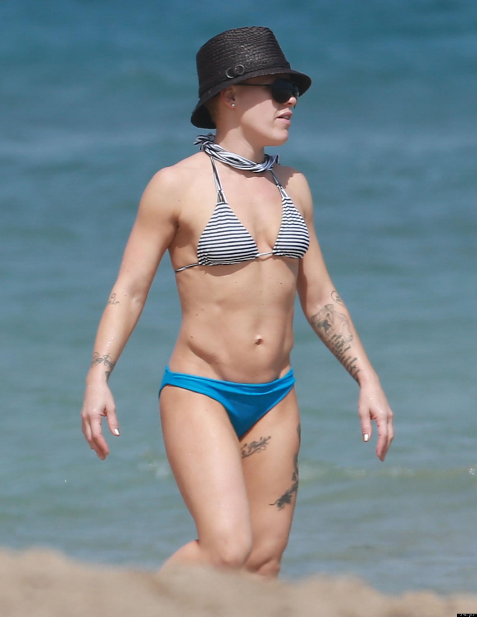 Sexy singer in bikini kesha cover song 10