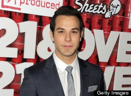 Skylar Astin 21 And Over