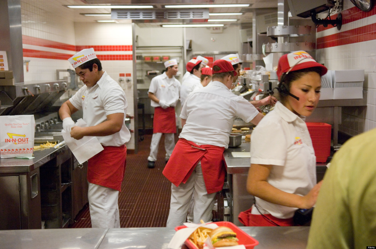 what makes innout burger the best place to work � squadle