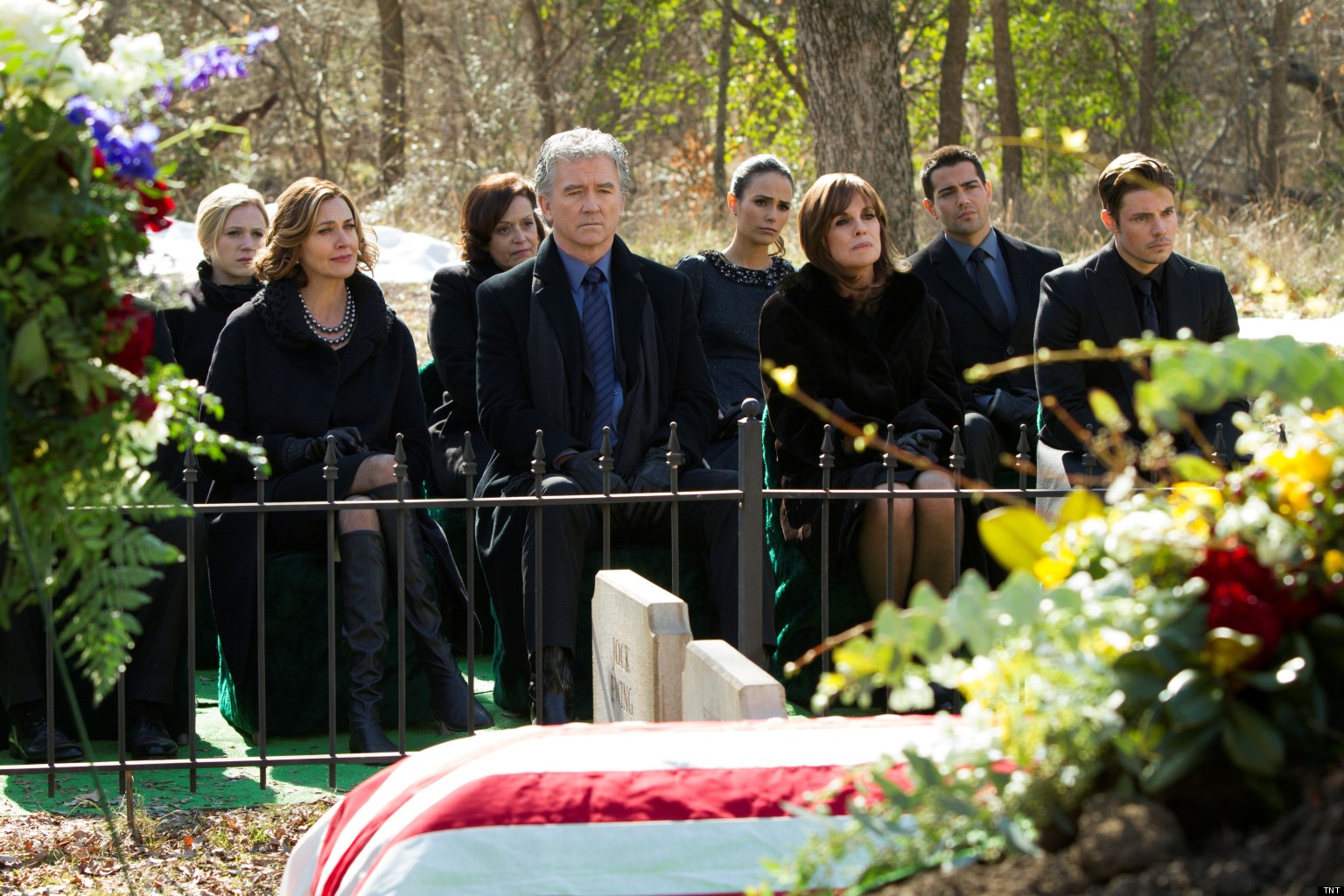 39 dallas 39 j r 39 s funeral depicts 39 real honest 39 mourning for larry hagman from the cast huffpost - Dallas tv show family tree ...