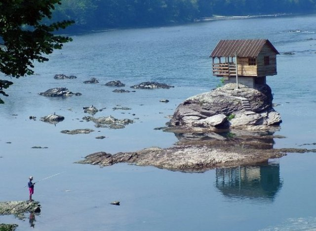 Tiny home on drina river in serbia sits on rock surrounded for Small river house plans