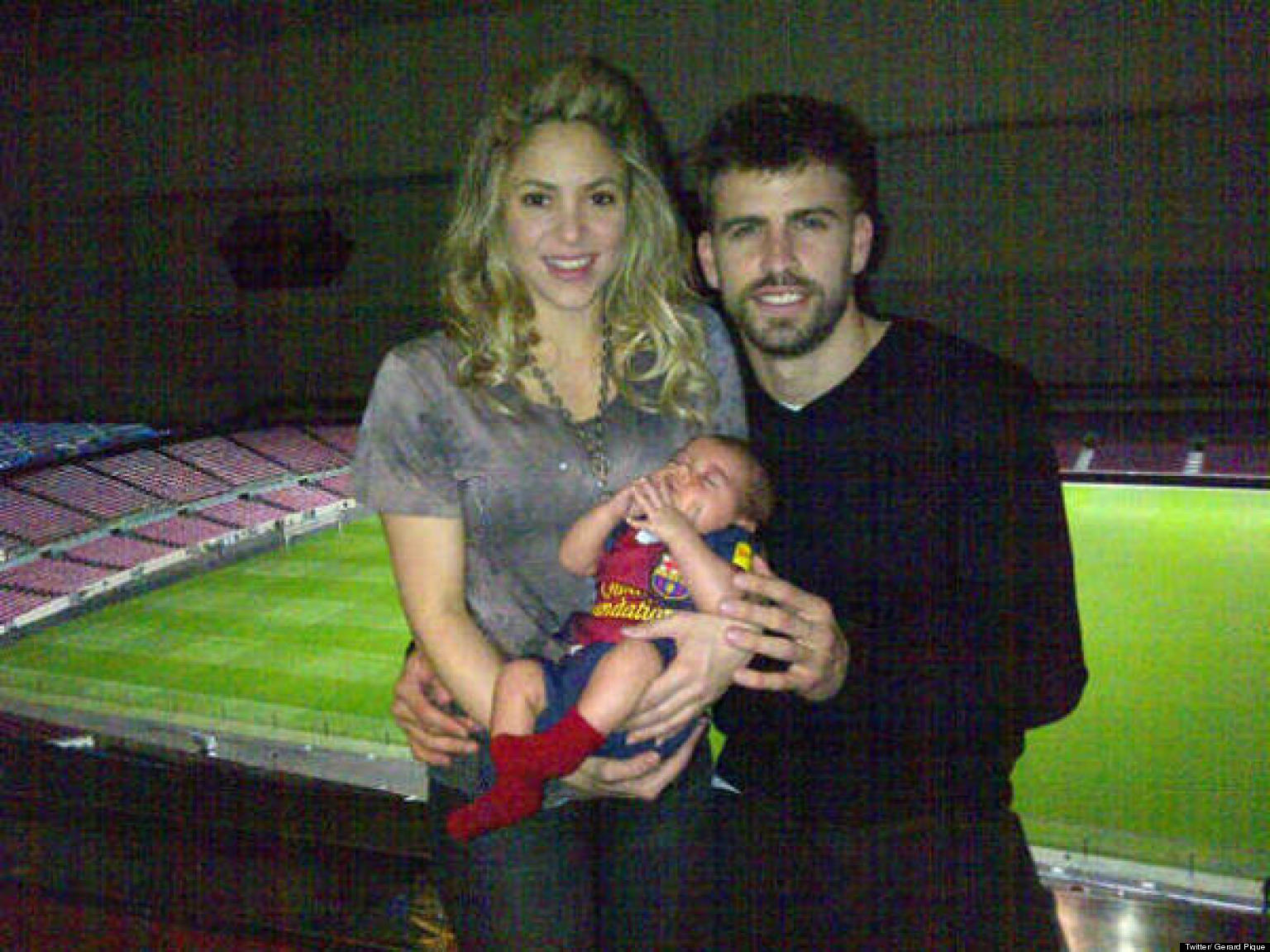 Shakira Gerard Pique S First Family Portrait With Baby