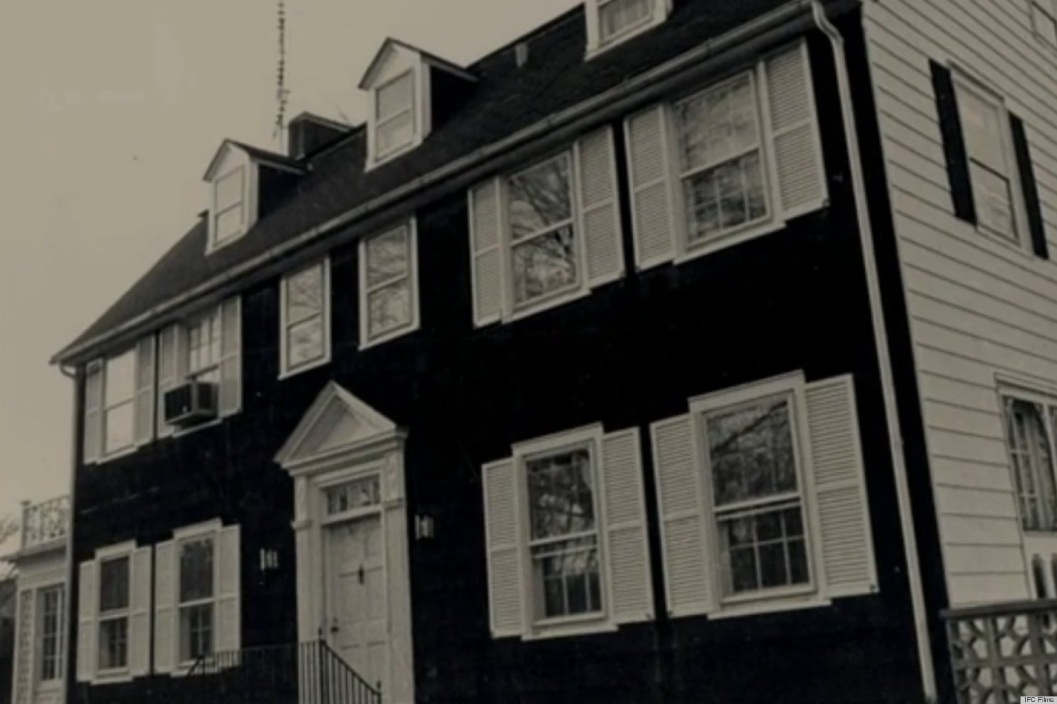 amityville divorced singles Amityville: the awakening the movie tells the story of a single mother who moves her three children into a haunted house but when strange phenomena begin to occur in the house, one of the.