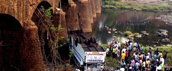 INDIA BUS CRASHAP36079467401
