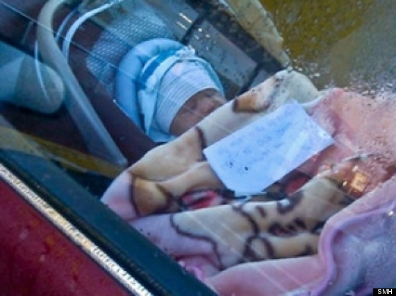 baby in car with note