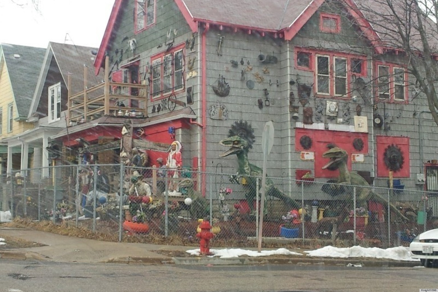 Dinosaur Lawn Decorations Milwaukee Dinosaur Home Features Crazy Number Of Lawn Ornaments