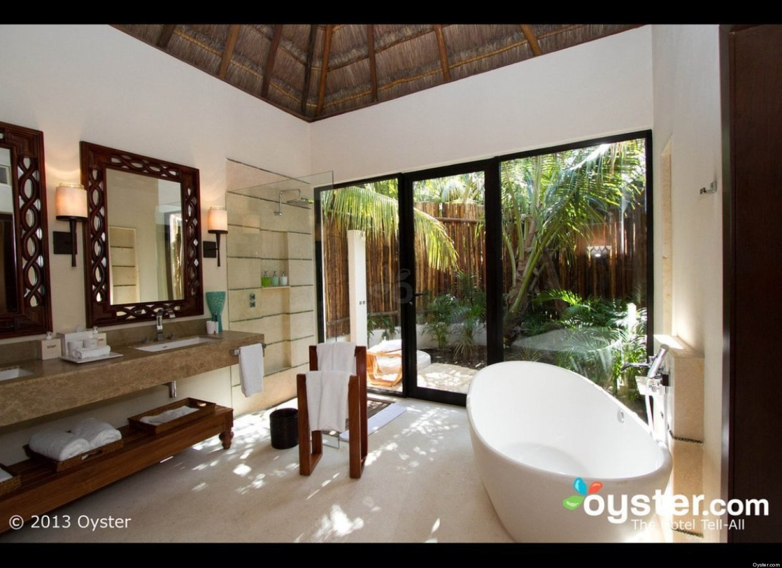 The sexiest hotel bathrooms in the caribbean photos oyster for Bathroom ideas in jamaica