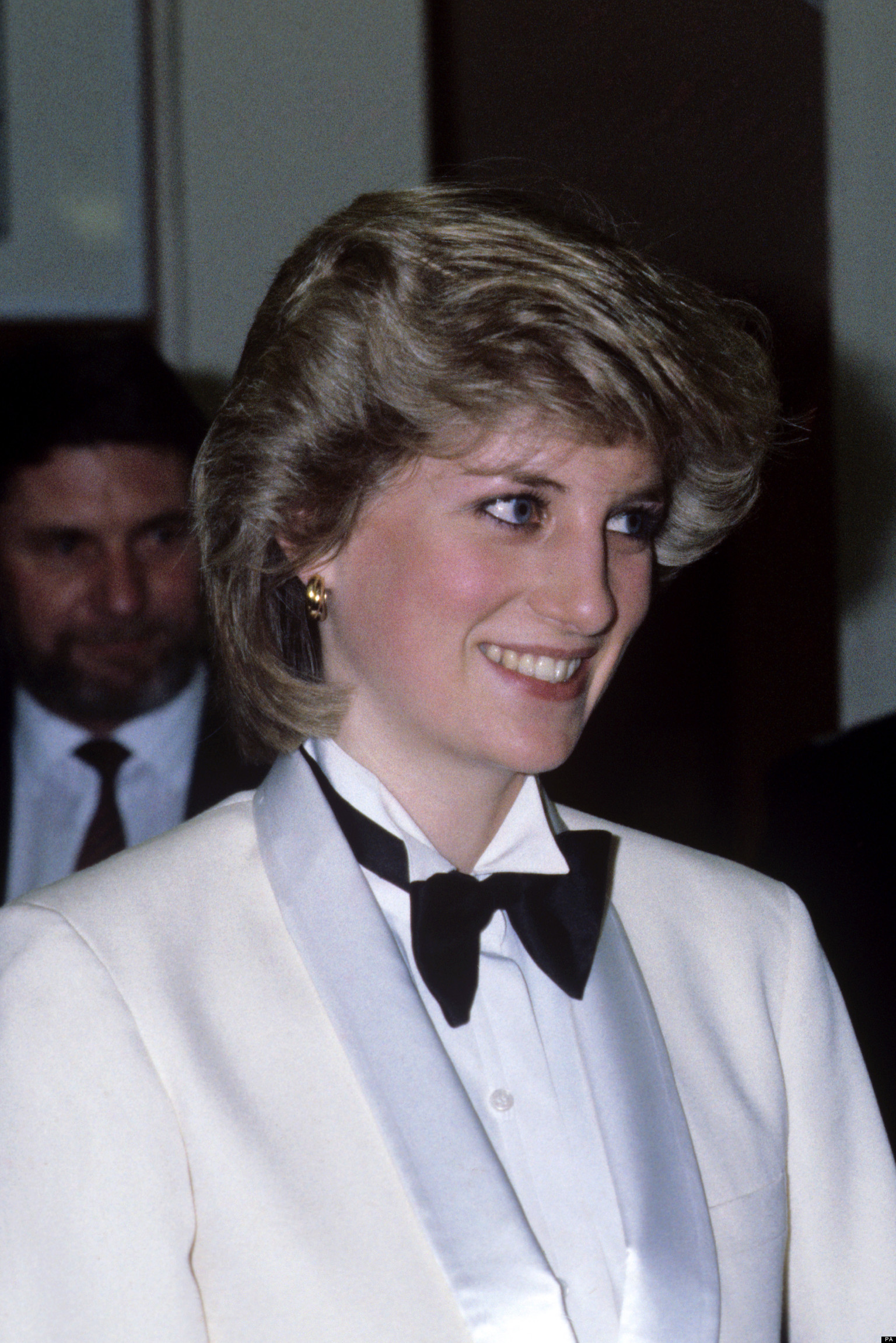 princess diana 39 sneaked into gay bar dressed as man 39 with