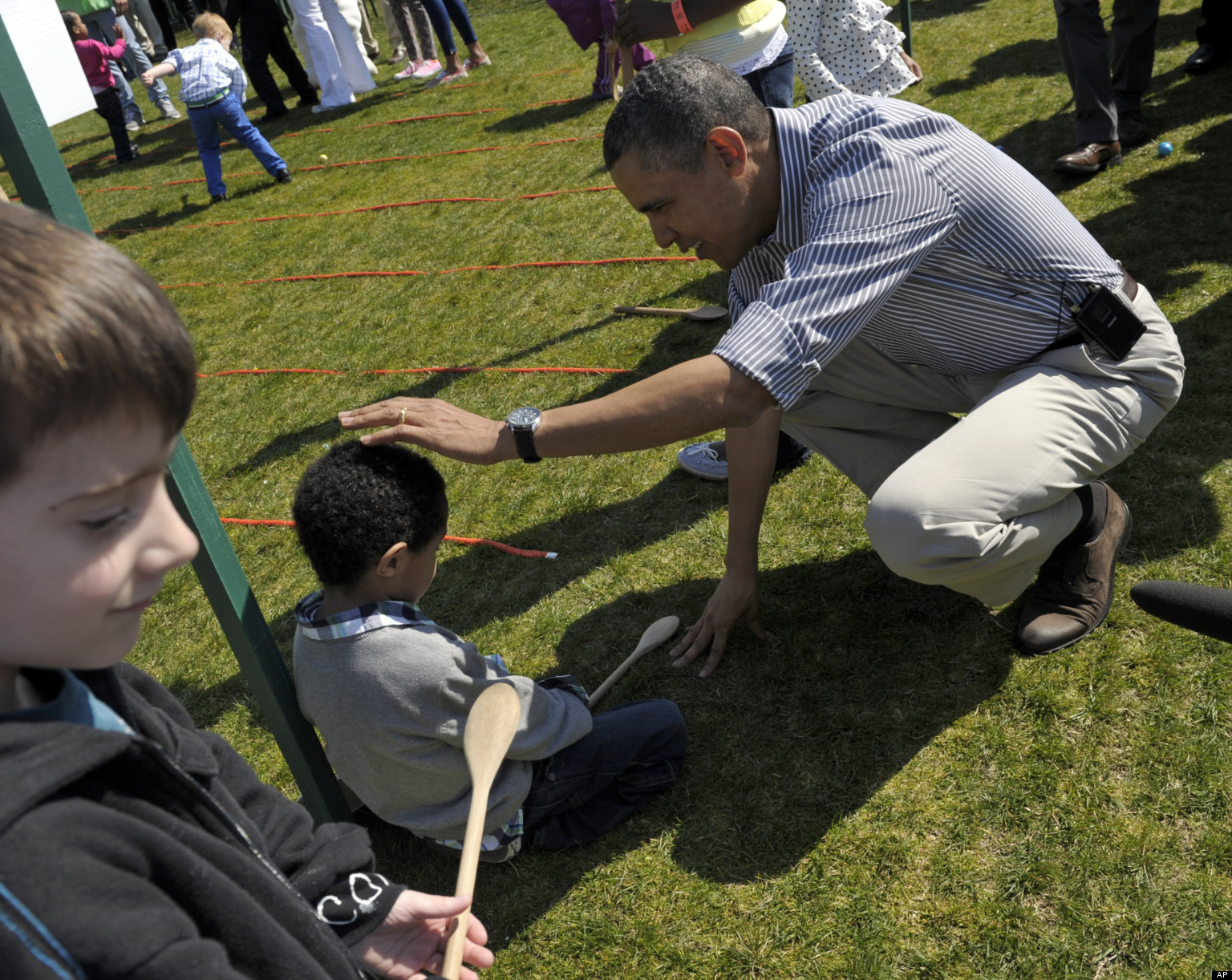 PHOTO: Obama Comforts Crying Easter Egg Roll Participant