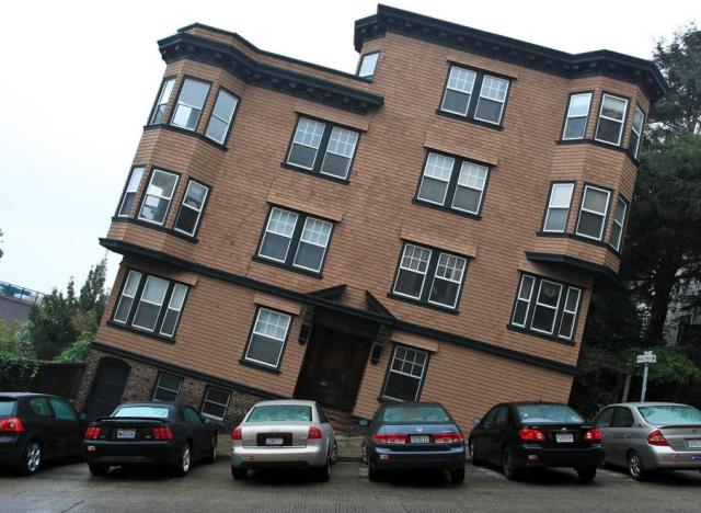 A tilted house in san francisco reminds us of the city 39 s for Mansions in san francisco for sale