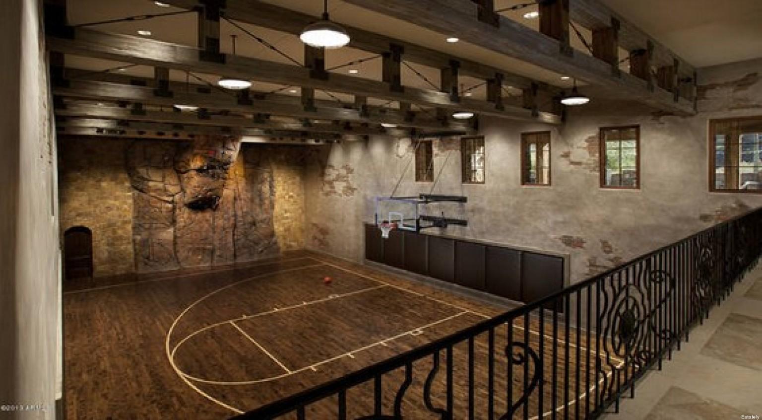 luxe et insolite 16 terrains de basket de luxe dans des maisons de luxe photos. Black Bedroom Furniture Sets. Home Design Ideas