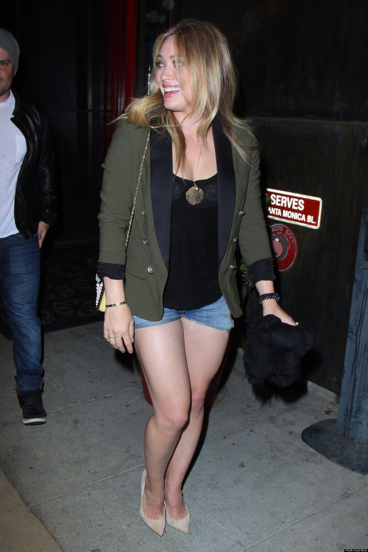 Hilary Duff S Legs On Full Display In Shorts Shorts