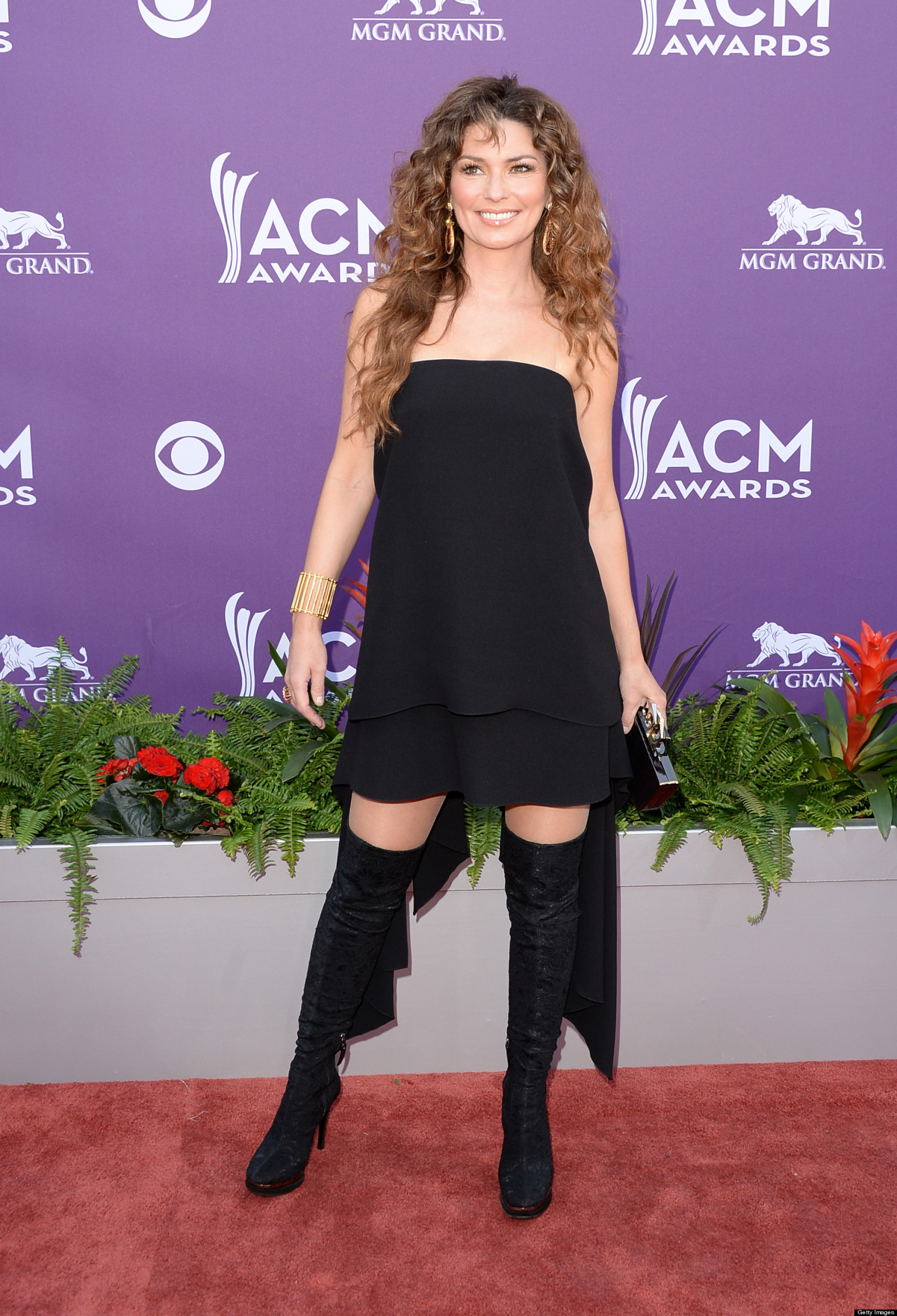 Shania Twain's ACM Awards Dress Was Short, Strapless AND Backless (PHOTOS) | HuffPost