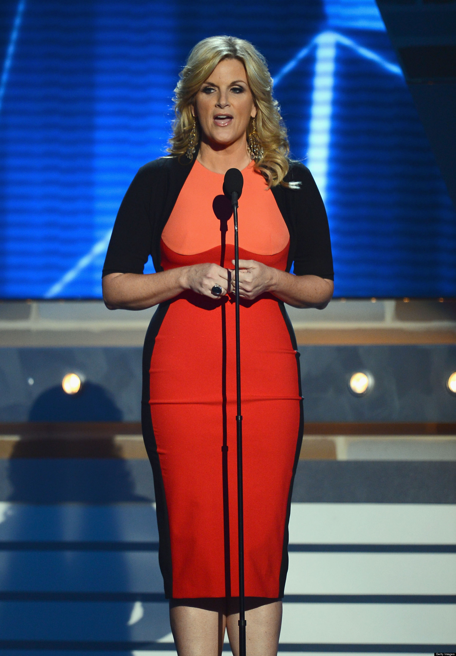 trisha yearwood 39 s weight loss on display at acm awards