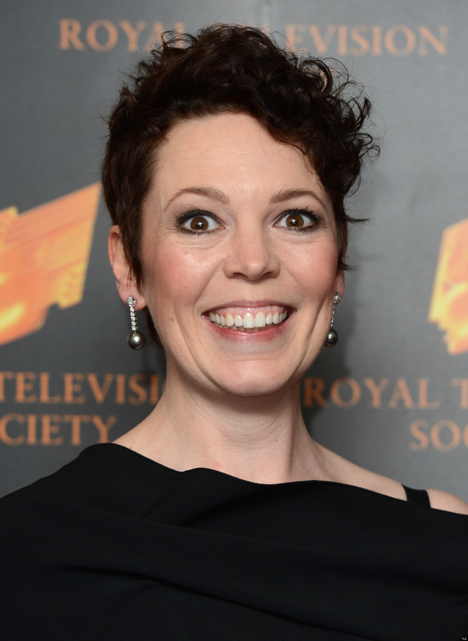 The 43-year old daughter of father (?) and mother(?), 170 cm tall Olivia Colman in 2017 photo