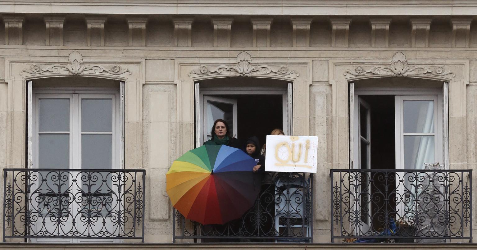 mariage gay le premier article autorisant le mariage pour tous est adopt au s nat huffpost uk. Black Bedroom Furniture Sets. Home Design Ideas