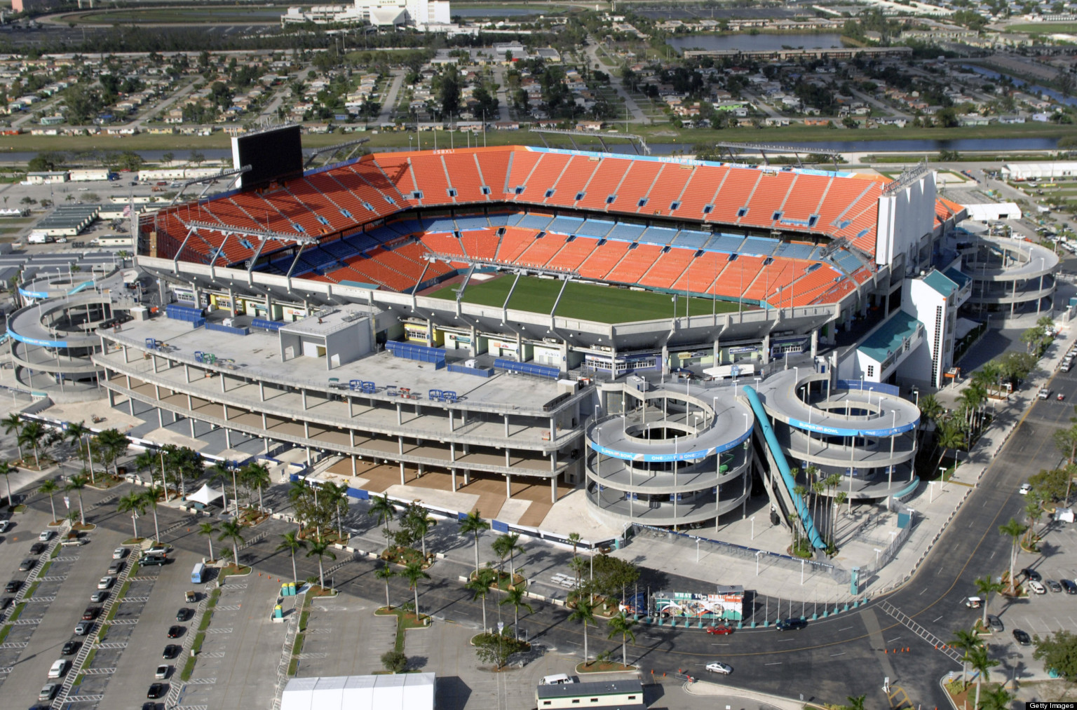 Dolphins  Stadium WiFi Upgrade Means You Can Finally Text  Instagram    Dolphins New Stadium