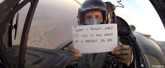 Auguri Matrimonio Per Un Fratello : Messaggio dai cieli dell afghanistan il soldato fa gli
