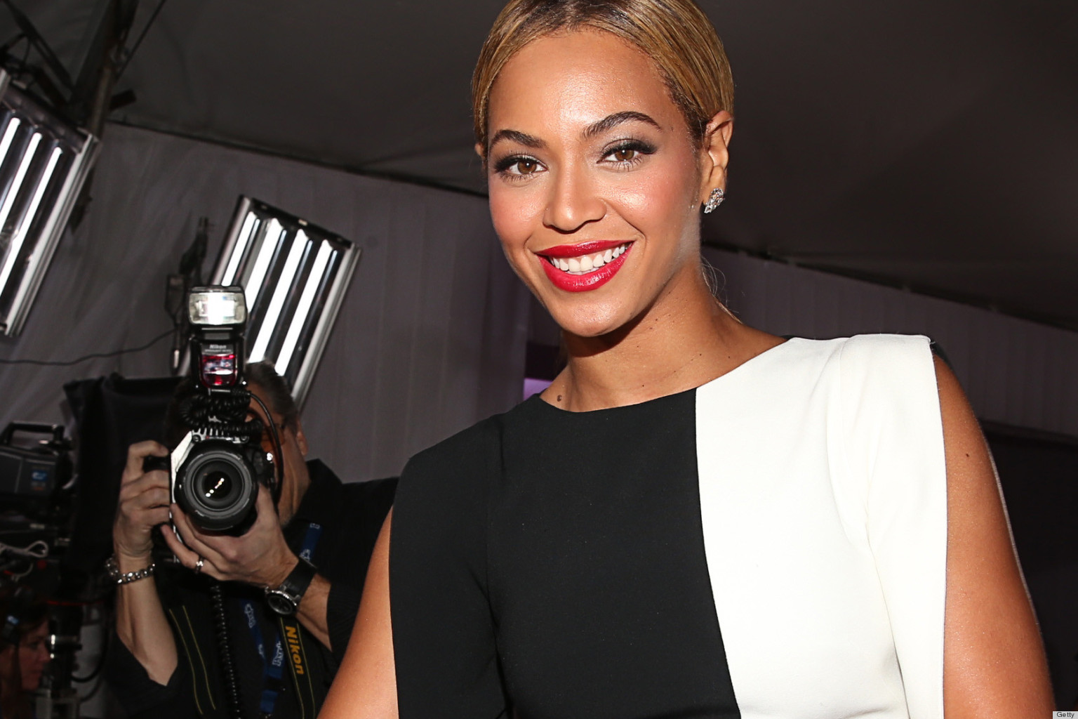 PHOTOS: Beyonce Joins The Ranks Of '90s Supermodels On Mrs. Carter Show World Tour