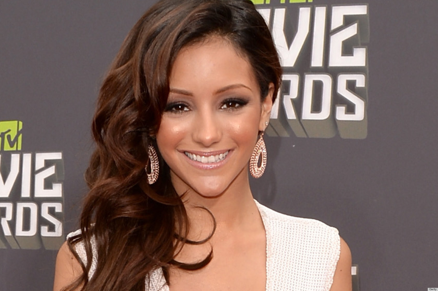 PHOTOS: Melanie Iglesias' Plunging Dress At The MTV Movie Awards Is A Daring Choice
