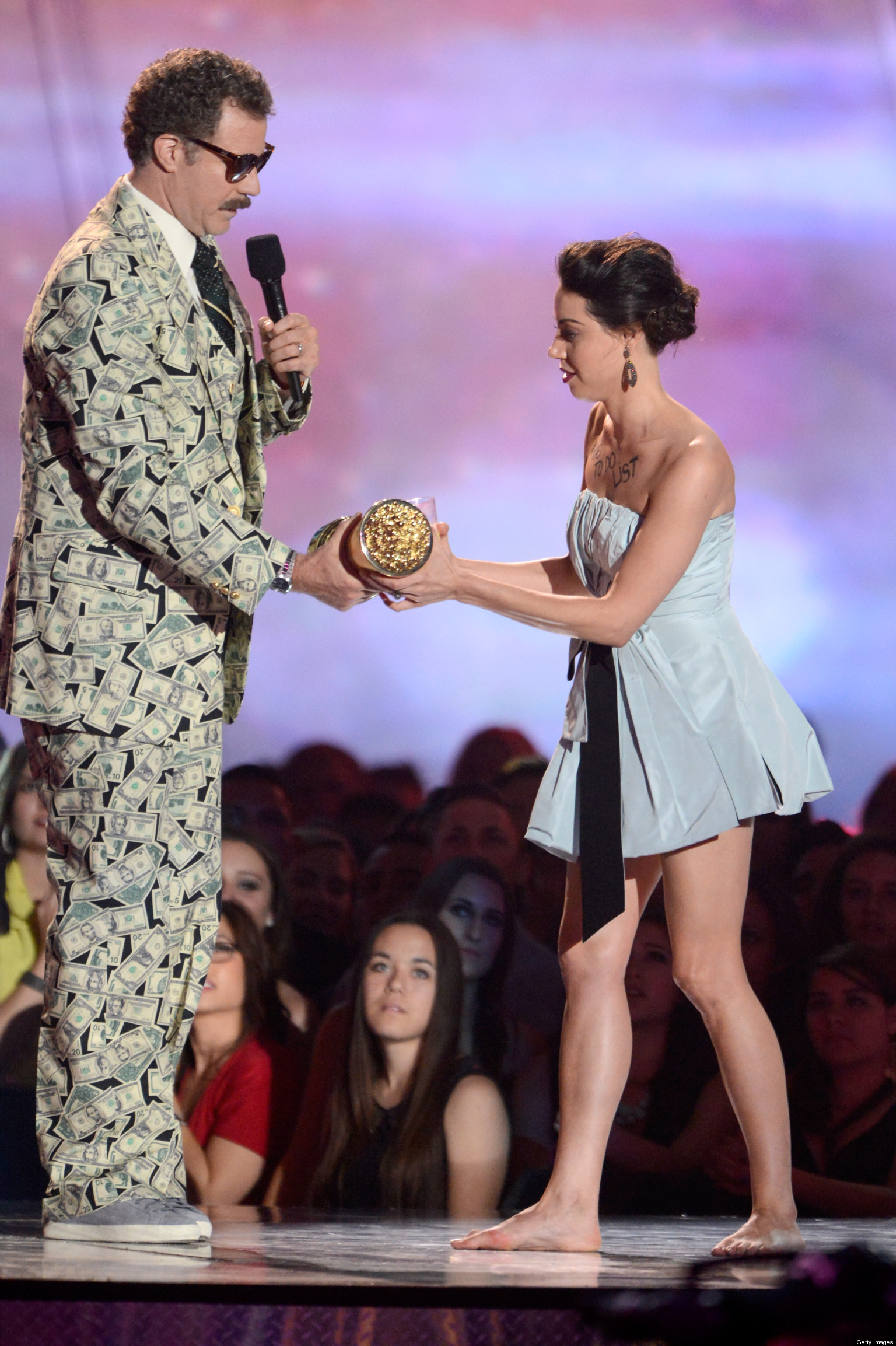 aubrey plaza ejected from mtv movie awards after crashing