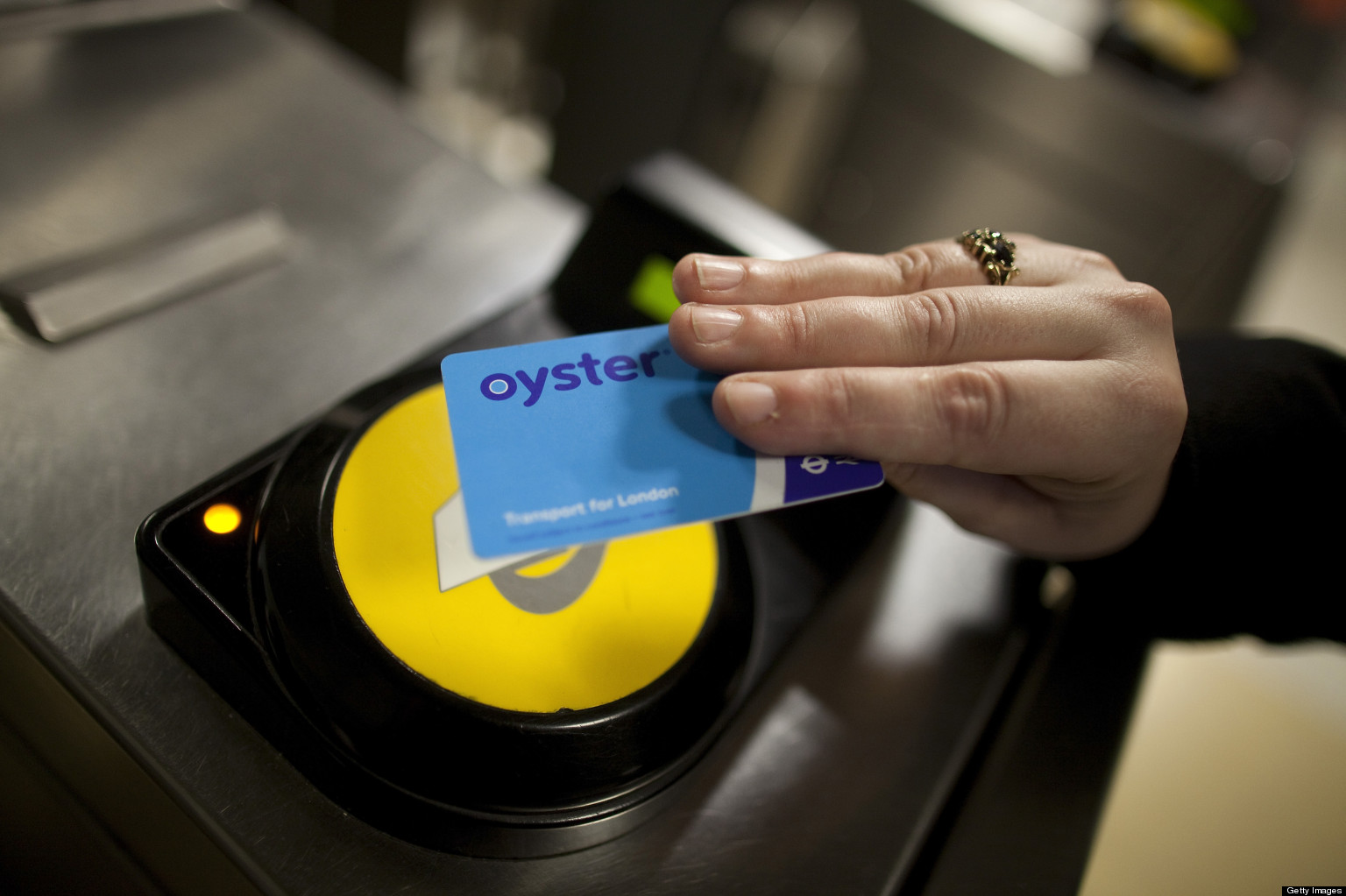 Why No Solution to Oyster-Contactless 'Card Clash' on London's Tube and Buses? | HuffPost UK