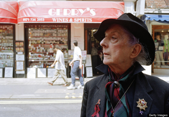Photo of Quentin Crisp in front of the shop Gerry's Wines and Spirits