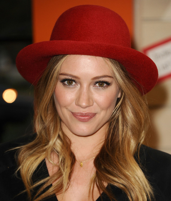 hilary duff red hat